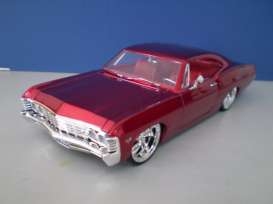 Jada Toys - Chevrolet  - jada96286r : 1967 Chevrolet Impala SS with KMC wheels, candy red