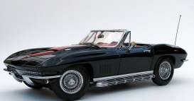Revell - Germany - Chevrolet  - revell08805^2 : 1967 Chevrolet Corvette 427 Roadster *Creative Masters series* limited edition mint quality, black with red stripes