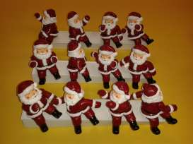 the Diecast CompanY - Figures diorama - Santa~12 : 8cm High Santa with moving arms and torso.