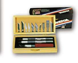 Proedge - Tools  - PO30830 : Precision, medium and heavy duty (aluminium handle) knife with 10 assorted blades in wooden box
