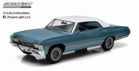 GreenLight - Chevrolet  - gl19008 : 1967 Chevrolet Impala Sport Sedan *Artisan Collection*, nantucket blue with white roof.