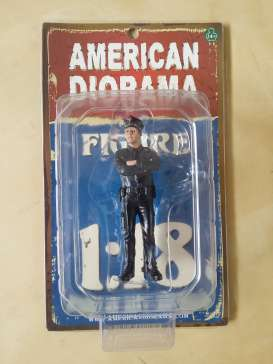 American Diorama - Figures  - AD23991 : 1/18 German Police Men Figure. Great Diorama item to add to all your 1/18 German Polizei Cars.