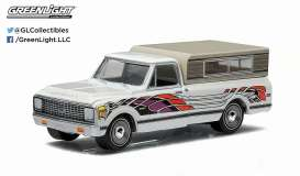 GreenLight - Chevrolet  - gl29810B : 1972 Chevrolet C-10 *Eagle Mod* with Small Camper *Country Roads series 13*