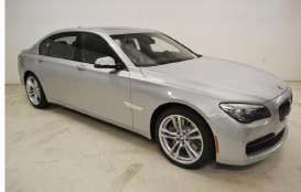 Kyosho - BMW  - kyo8784gs : 2013 BMW 750Li (F02), glacier silver (Real Car Image, Not Final Yet !!).