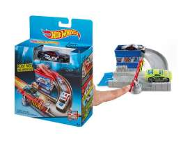 Mattel Hotwheels - Kids Hotwheels - MatCDM44-CDM45 : Hotwheels Playset *Toll Booth*. These sets can be used to build great big tracks with various tricks and stunts.