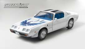 GreenLight - Pontiac  - gl50831*2 : 1980 Pontiac Trans Am with Turbo Hood, white with blue bird. Limited edition only 240pcs made for Europe in exclusive Triple9 Collection packaging.