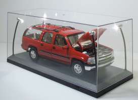Triple9 Collection - Accessoires diorama - T9-189910 : 1/18 Led Show case (car not included). This case comes with 4 Ultra Bright Led, Adjustable light, uses 4 AA Batteries (not included). The cases are Stackable.