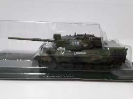 Magazine Models - Combat Vehicles  - magCV-32 : #32 Combat Vehicles Series Leopard 1A2