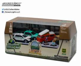 GreenLight - Assortment/ Mix  - gl58031 : 1/64 Motor World 5 car Diorama set *Campsite Cruisers United States Forest Service (USFS)*