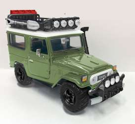 Motor Max - Toyota  - mmax79137gn : 1974 Toyota FJ40 hard top off Road Version with Roof rack, green