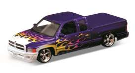Welly - Dodge  - welly29392LRp : 2002 Dodge Ram Quad Cab 1500 Sport lowrider pick-up, purple/white with yellow flames