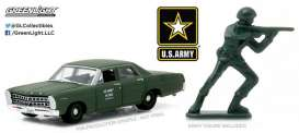 GreenLight - Ford  - gl29883 : 1967 Ford Custom *US Army* with US Army Soldier Figure
