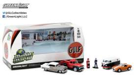 GreenLight - Assortment/ Mix  - gl58035 : 1/64 Motor World 5 car Diorama set Gulf Oil Vintage Gas Station