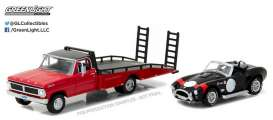 GreenLight - Ford Shelby - gl33080B : 1970 Ford F-Series Race Car Hauler Ramp Truck with Shelby Cobra on the back *Heavy Duty Trucks assortment Series 8*