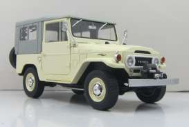 Triple9 Collection - Toyota  - T9-1800152 : 1967 Toyota Land Cruiser FJ40 with closed soft top. Diecast model with opening front doors, beige/grey