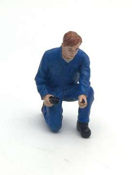 American Diorama - Figures diorama - AD77496 : 1/24 Mechanic Tony Inflating Tire
