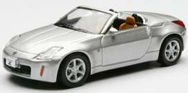 Nissan  - silver - 1:64 - Kyosho - 6006s - kyo6006s | Tom's Modelauto's