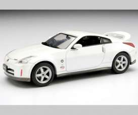 Nissan  - white - 1:43 - J Collection - jc27098w | Tom's Modelauto's