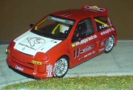 Renault  - 2000 red/white - 1:43 - Universal Hobbies - UH1824 | Tom's Modelauto's