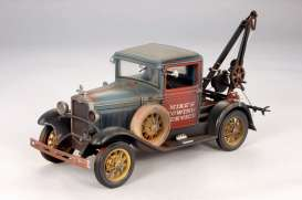 SunStar - Ford  - sun12451 : 1931 Ford Tow Truck, weathered blue/red