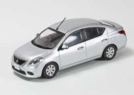 Nissan  - Latio silver - 1:43 - J Collection - jc77001SL | Tom's Modelauto's