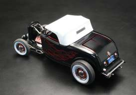 Ford  - 1932 black with flames - 1:18 - Acme Diecast - gmpA1805004TDC | Toms Modelautos