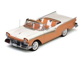 Ford  - 1957 Coral sand/colonial white - 1:18 - SunStar - 1336 - sun1336 | Toms Modelautos