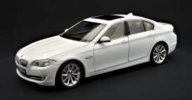 BMW  - 2011 white - 1:18 - GTA - GTA11001w | Toms Modelautos