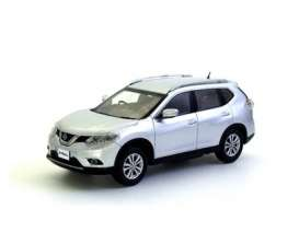 Nissan  - 2014 silver - 1:43 - Kyosho - 3641s - kyo3641s | Tom's Modelauto's
