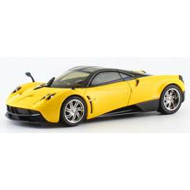 Pagani  - 2014 yellow/black - 1:43 - GTA - gta41011y | Tom's Modelauto's