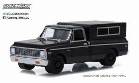 GreenLight - Chevrolet  - gl27790B : 1972 Chevrolet C10 with Small Camper *Black Bandit Series 13*, black