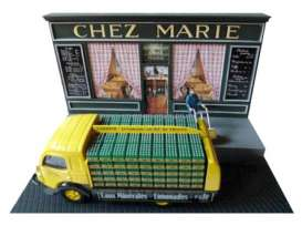Magazine Models - Renault  - MagDIOchezmarie : Renault Galion truck with Soft Drinks & Chez Marie Diorama. Including 1 figure