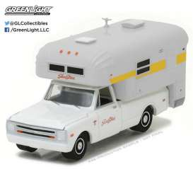 GreenLight - Chevrolet  - gl29865 : 1968 Chevrolet C20 Cheyenne with silver streak camper *Hobby Exclusive*