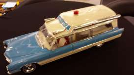 Cadillac  - S&S High Top Ambulance 1966 blue/white - 1:18 - GreenLight Precision Collection - GLPC18006 | Tom's Modelauto's