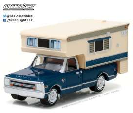 GreenLight - Chevrolet  - gl29878 : 1968 Chevrolet C10 Cheyenne with Large Camper (Hobby Exclusive)