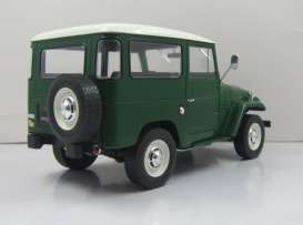 Toyota  - Landcruiser 1967 green/white - 1:18 - Triple9 Collection - 1800150 - T9-1800150 | Tom's Modelauto's