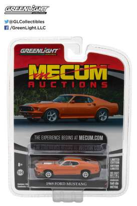 GreenLight - Ford  - gl37110A : 1969 Ford Mustang Resto Mod *Mecum Auctions Collector Cars Series 1*, orange with silver stripes
