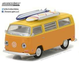 GreenLight - Volkswagen  - gl29893 : 1971 Volkswagen Type 2 (T2B) Van with Surf Boards (Hobby Exclusive)