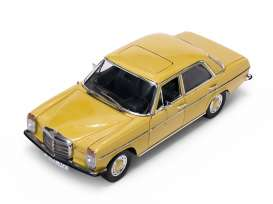 Mercedes Benz  - Strich 8 Saloon 1968 yellow - 1:18 - SunStar - 4572 - sun4572 | Tom's Modelauto's