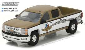 GreenLight - Chevrolet  - gl29902 : 1/64 Chevrolet Silverado Indianapolis Motor Speedway Wheel Wings and Flag Hobby Exclusive