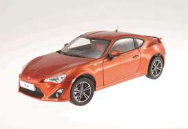 Toyota  - 2014 orange metallic - 1:18 - Dorlop - dorCD1806Co | Tom's Modelauto's