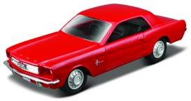 Ford  - 1965 red - 1:43 - Maisto - 93021r - mai93021r | Tom's Modelauto's