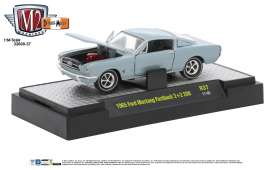 M2 Machines - Ford  - M2-32600-37A : 1965 Ford Mustang Fastback 2+2 200 *Detroit-Muscle Release 37* silver blue metallic