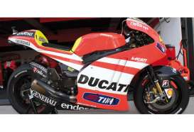 Ducati  - 2011 red/white - 1:12 - Minichamps - 122112046 - mc122112046 | Tom's Modelauto's