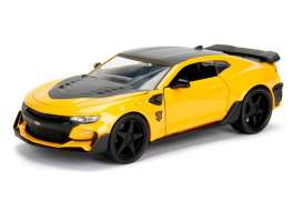Jada Toys - Transformers Chevrolet - jada98399 : 1/24 2016 Chevrolet Camaro Transformers 5 Bumblebee in Nice Transformers 5 Packaging & Robot on the Chassis.