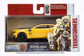 Jada Toys - Transformers Chevrolet - jada98393 : 1/32 2016 Chevrolet Camaro Transformers 5 Bumblebee in Nice Transformers 5 Packaging & Robot on the Chassis.