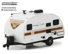 GreenLight - Winnebago  - gl34030E : 2017 Winnebago Winnie Drop *Hitched homes series 2*, white/woody graphics