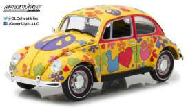 GreenLight - Volkswagen  - gl13509 : 1967 Volkswagen Beetle Right-Hand Drive *Hippie Peace & Love*, yellow/flowerpower