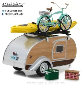 Teardrop Caravan  - silver/woody - 1:24 - GreenLight - gl18430A | Tom's Modelauto's
