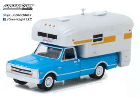 GreenLight - Chevrolet  - gl29922 : 1968 Chevrolet C10 Cheyenne with Silver Streak Camper (Hobby Exclusive)